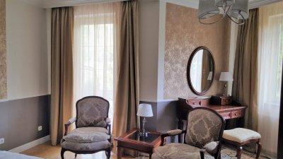 Teljeskörű átalakítást végeztünk el  a családi házon ahhoz, hogy angol stílusúvá alakítsuk - nappali ötlet, klasszikus stílusban