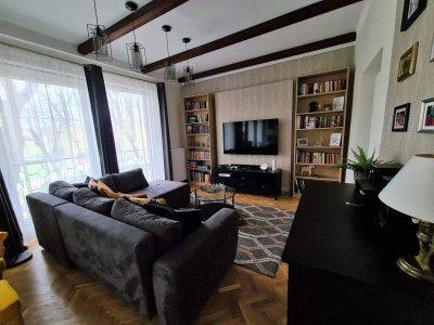 Házfelújítás koloniál stílusban az Attraktív Design Stúdió kulcsrakész kivitelezésében. - nappali ötlet, egyéb stílusban