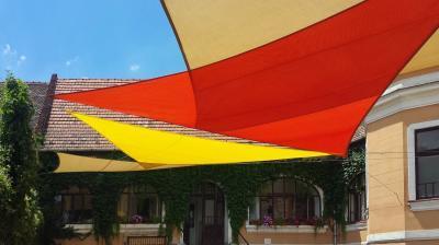 Színes napvitorlák - erkély / terasz ötlet, klasszikus stílusban