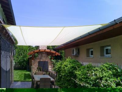 Árnyékban napvitorlával - erkély / terasz ötlet