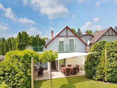 Napvitorla a nyaraló teraszán - erkély / terasz ötlet, modern stílusban