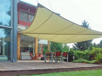 Kihajtható napvitorla - erkély / terasz ötlet, modern stílusban