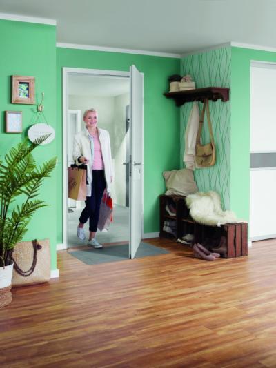 Fa beltéri ajtó - előszoba ötlet, modern stílusban