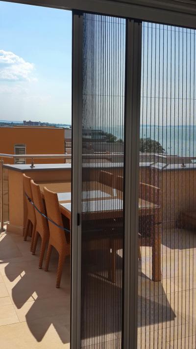 Pliszé szúnyogháló - erkély / terasz ötlet, modern stílusban