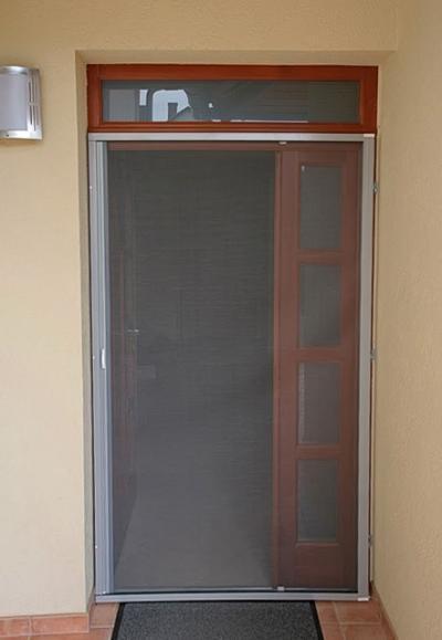 Szúnyogháló a bejárati ajtón - bejárat ötlet, modern stílusban