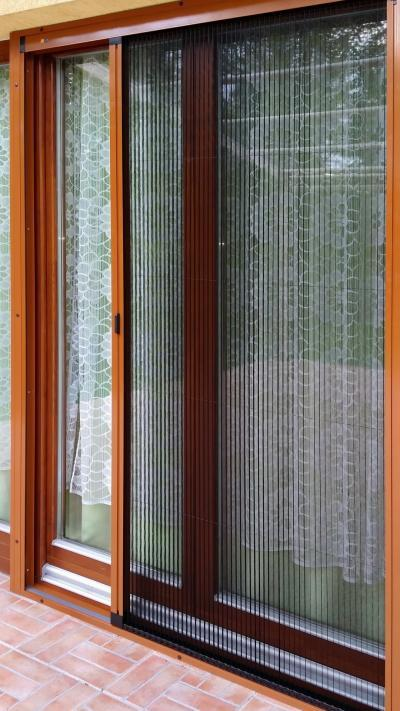 Teraszajtó pliszé szúnyoghálóval - erkély / terasz ötlet, modern stílusban