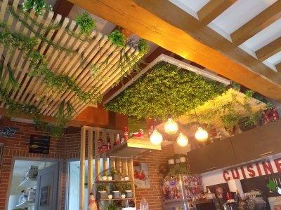 Vertical Forest zöldfal az erdő növényeivel - nappali ötlet, modern stílusban