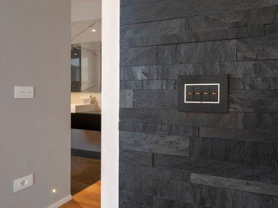 Különleges villanykapcsoló - előszoba ötlet, modern stílusban