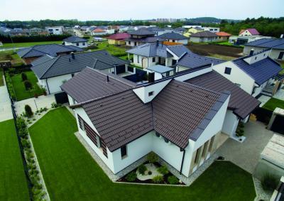 Sötét színű tetőcserép - tető ötlet, modern stílusban