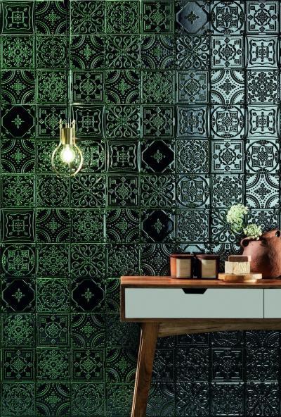 Sötétzöld falicsempe - előszoba ötlet, rusztikus stílusban