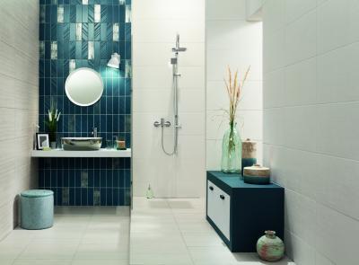 Kék fehér csempék összhangja - fürdő / WC ötlet, modern stílusban