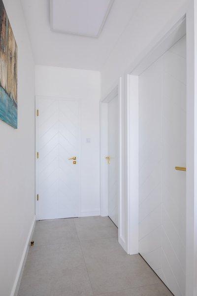 Pascal Pure White nyíló beltéri ajtó, festett fehér - előszoba ötlet, modern stílusban