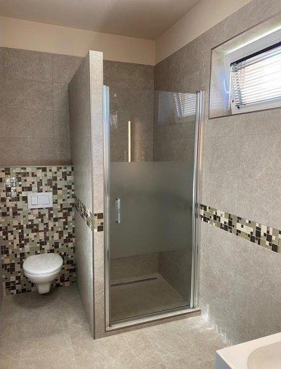 Vendég fürdőszoba Budafokon - fürdő / WC ötlet, modern stílusban
