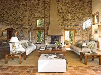 Kövek között - nappali ötlet, mediterrán stílusban