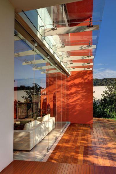 Üvegezett homlokzat - erkély / terasz ötlet, modern stílusban