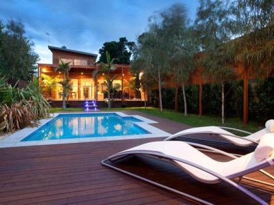 Medencék a ház körül 87 - medence / jakuzzi ötlet, modern stílusban