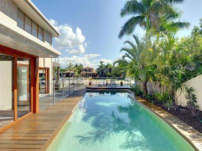 Medencék a ház körül 90 - medence / jakuzzi ötlet, modern stílusban