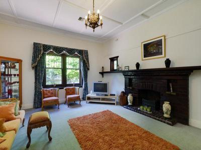 Kandallós házak90 - nappali ötlet, klasszikus stílusban