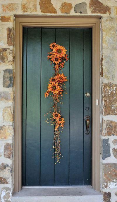 Kőbe vésett ajtó - kert / udvar ötlet, rusztikus stílusban