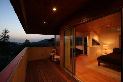 Fa burkolatos teraszkapcsolatos háló - erkély / terasz ötlet
