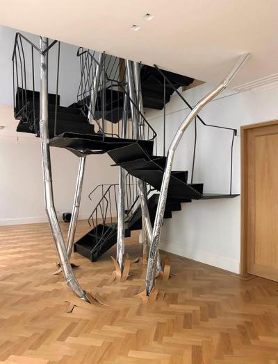 Földből feltörő lépcső - előszoba ötlet, modern stílusban