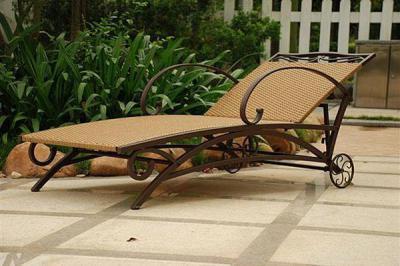 Kovácsolt vas napozóágy  - kert / udvar ötlet, mediterrán stílusban