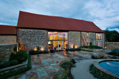 Modern ház rusztikus elemekkel - homlokzat ötlet