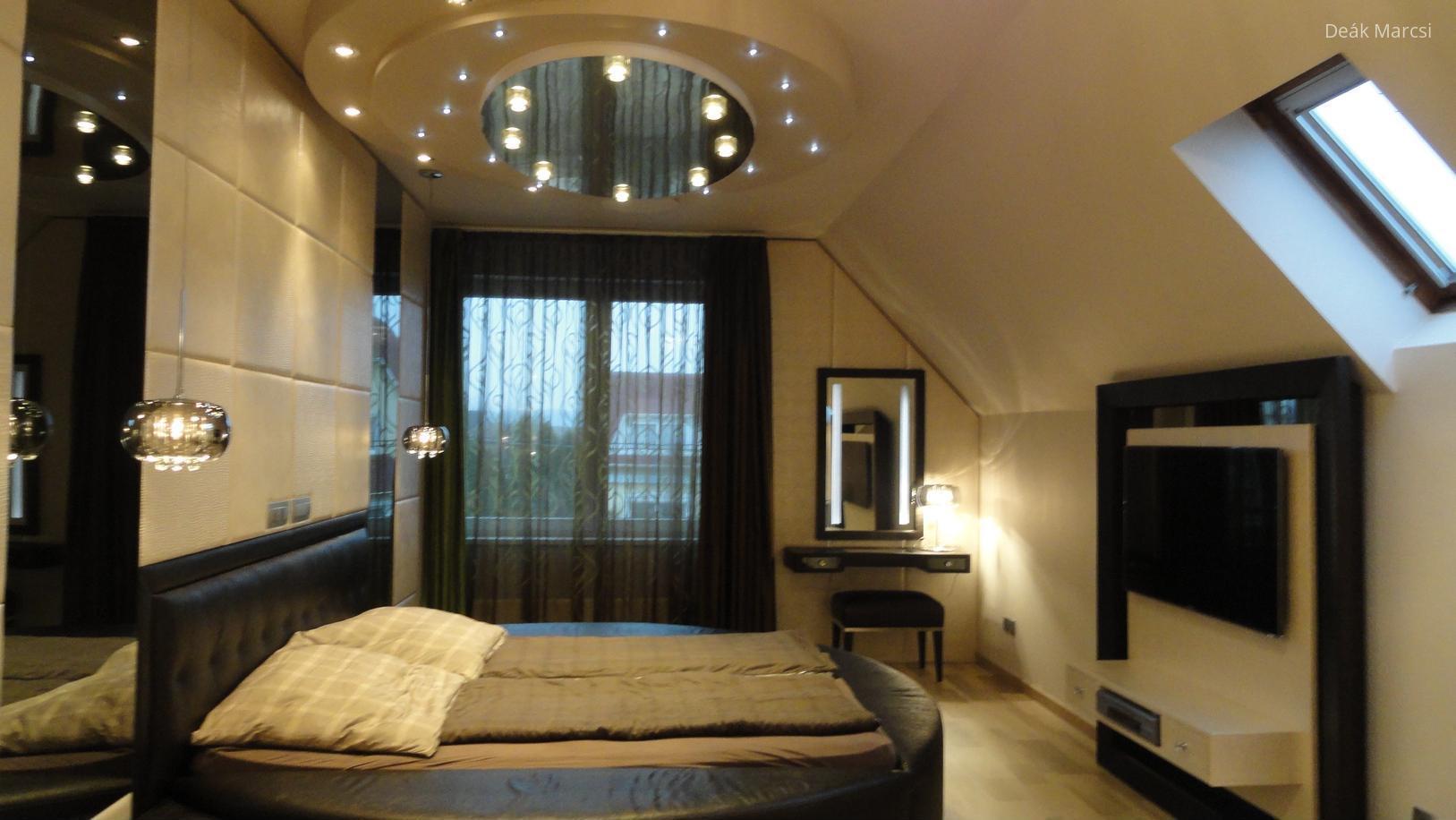 Tetőtéri hálószoba - Modern hálószoba kerek álmennyezettel, luxus hatású részletekkel