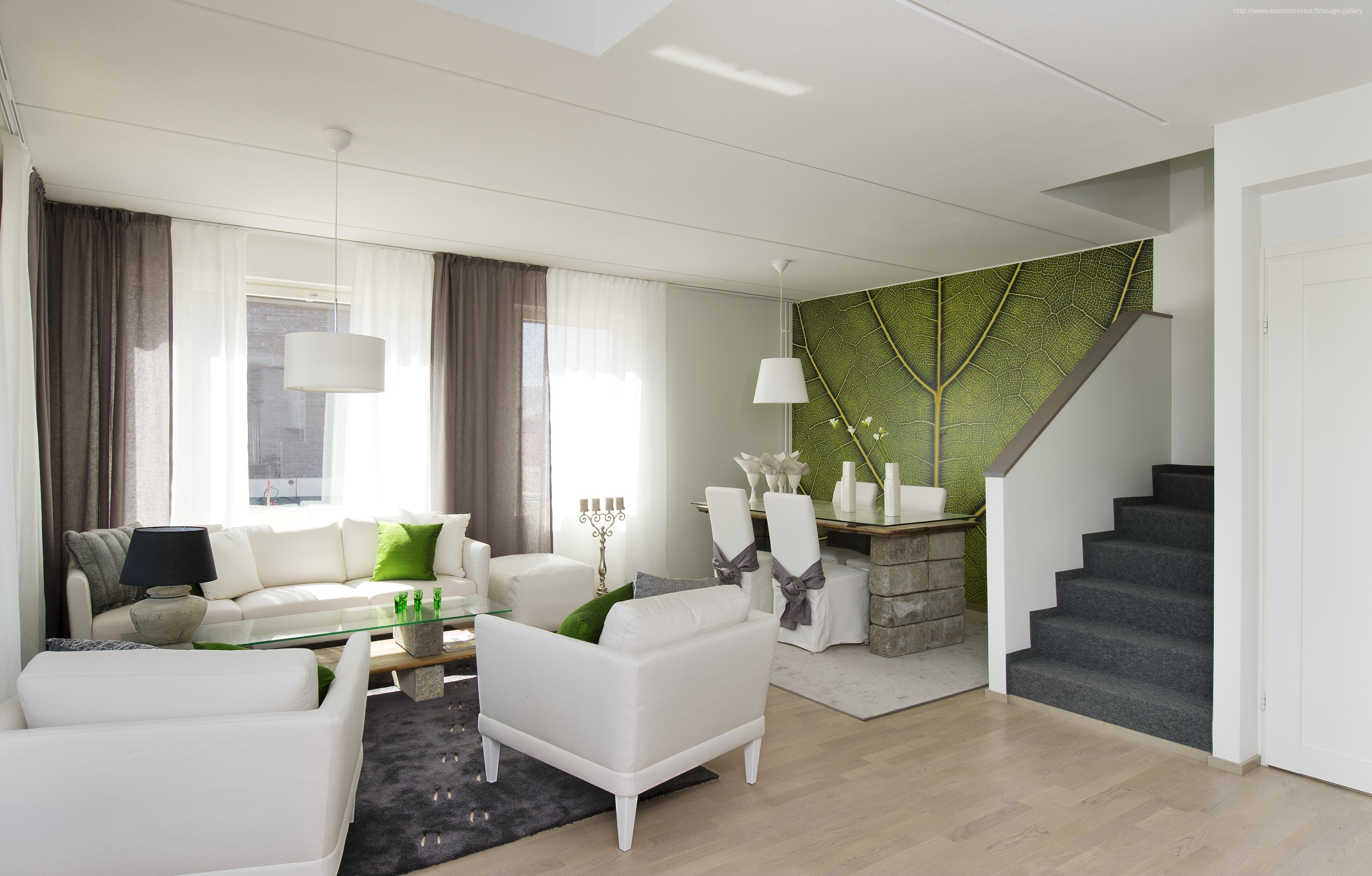 Fehér nappali zöld kiegészítőkkel, kő lábú étkezőasztal // HOMEINFO.hu - Inspirációtár