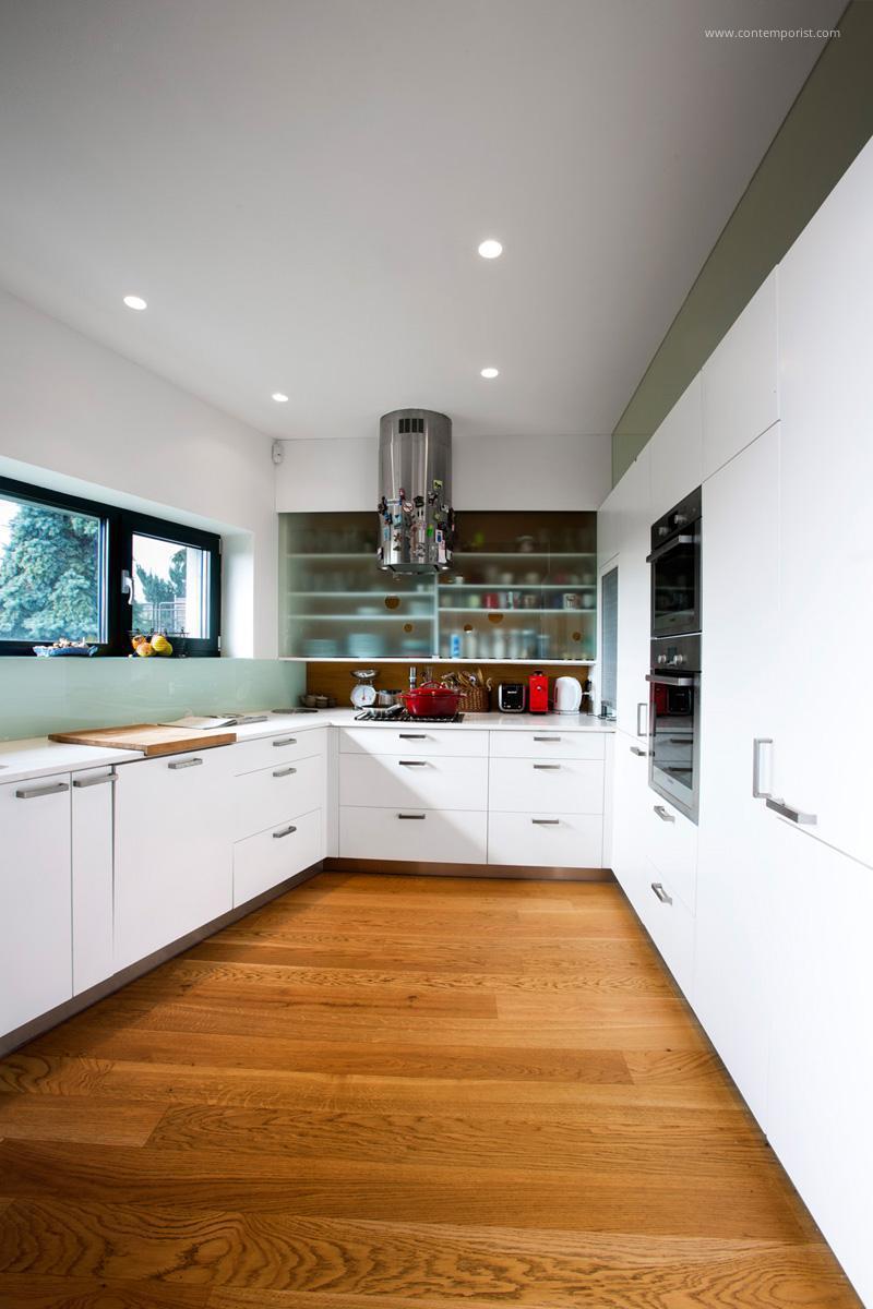 U alakú fehér konyha // HOMEINFO.hu - Inspirációtár