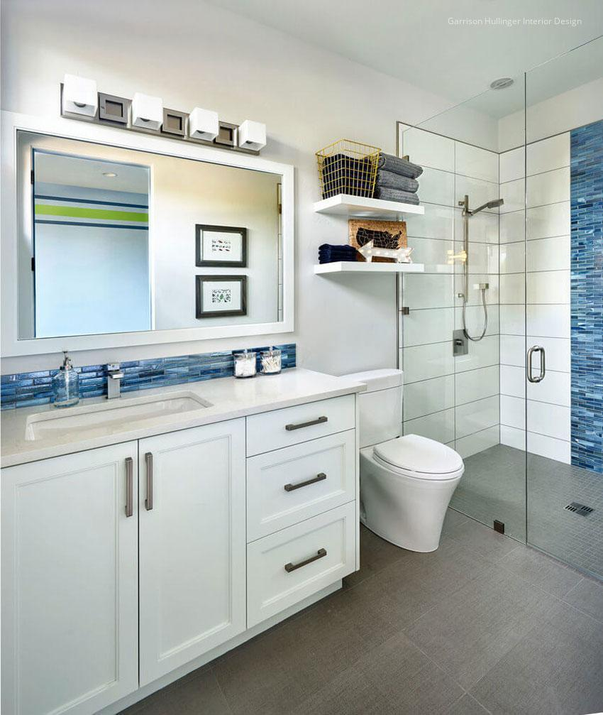 Kicsi fürdőszoba kék csempével // HOMEINFO.hu - Inspirációtár