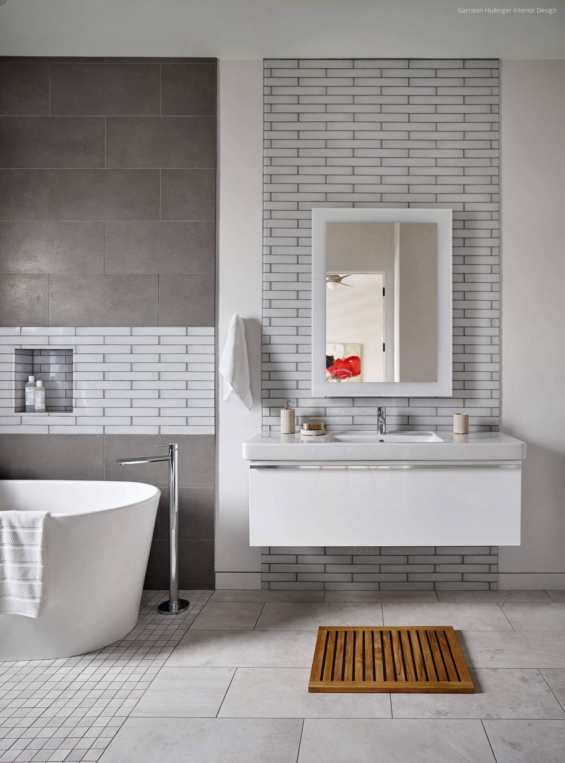 Fehér szürke fürdőszoba