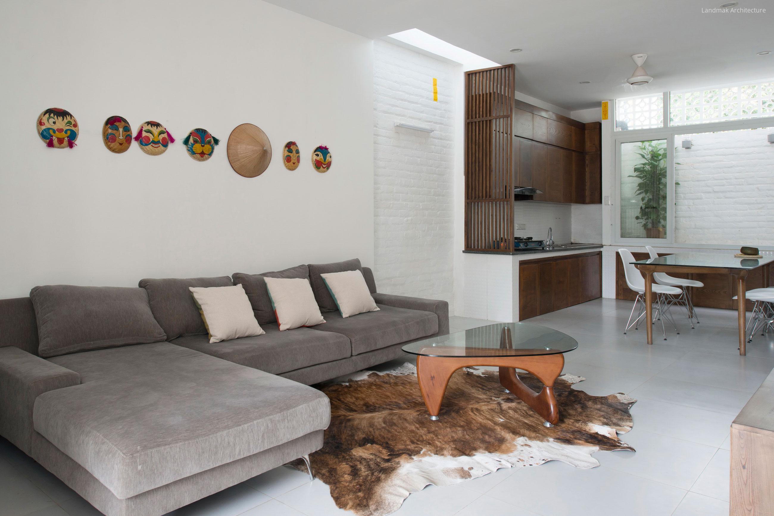 Fehér fal és padló a nappali konyhában // HOMEINFO.hu - Inspirációtár