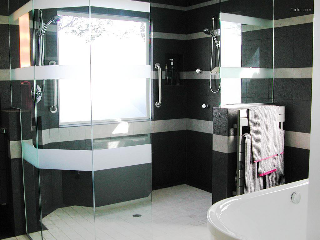 Fekete fehér fürdőszoba